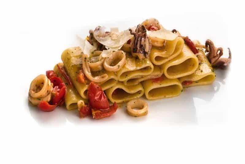 Pomodorini del Piennolo ricetta: Paccheri, capperi, piennolo e calamari