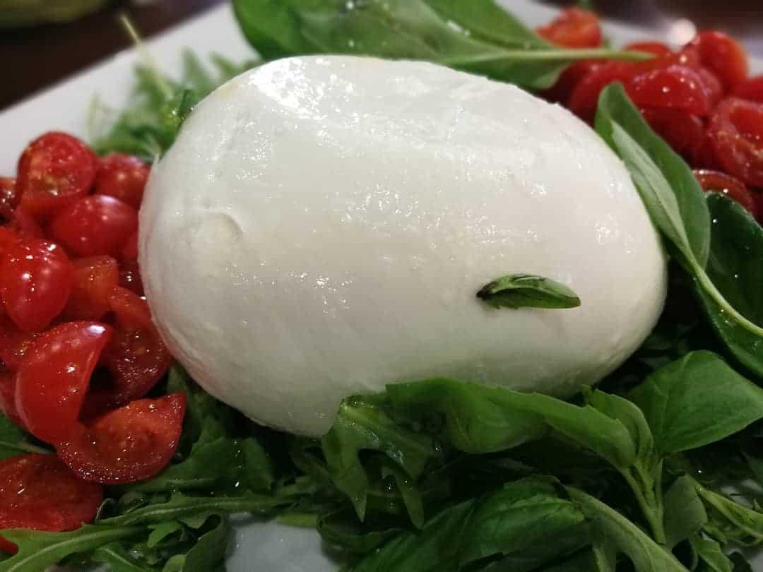 Pomodorini del Piennolo e Mozzarella: una bella Caprese davvero DOP